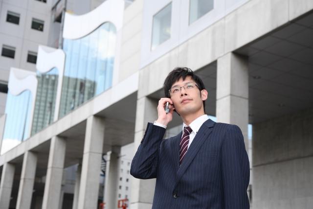 ビジネスマン電話